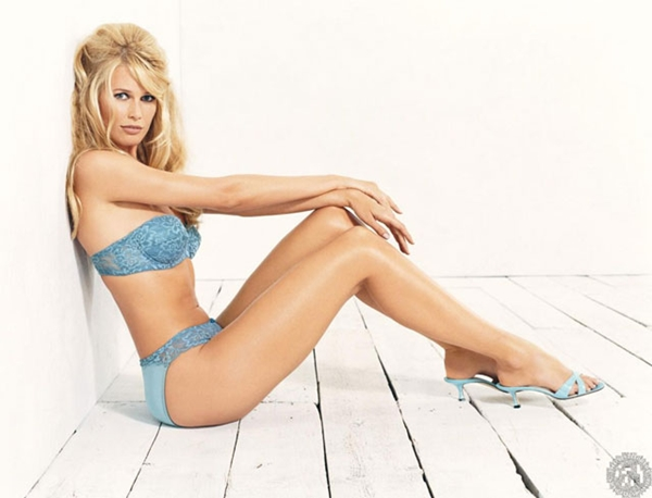 Claudia Schiffer hot sexy wallpapers pictures Claudia Schiffer