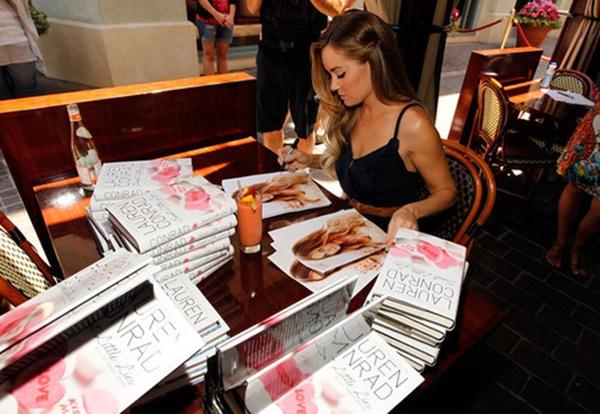 Lauren na potpisivanju knjige. Lauren Conrad – sjajna zvezda američkog rijalitija