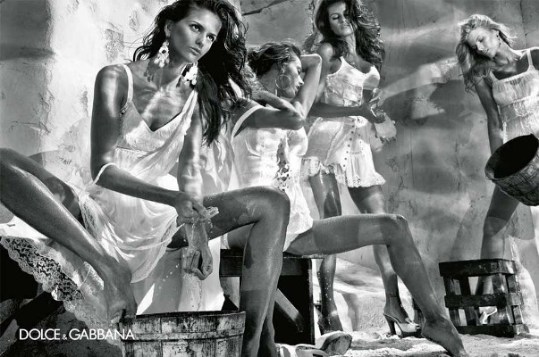 izabel goulart maryna linchuk alessandro ambrosio isabeli fontana steven klein dolce gabbana spring summer 2011 1 Dolce & Gabbana reklamna kampanja za proleće/leto 2011.
