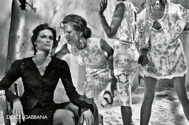 izabel goulart maryna linchuk alessandro ambrosio isabeli fontana steven klein dolce gabbana spring summer 2011 6 Dolce & Gabbana reklamna kampanja za proleće/leto 2011.