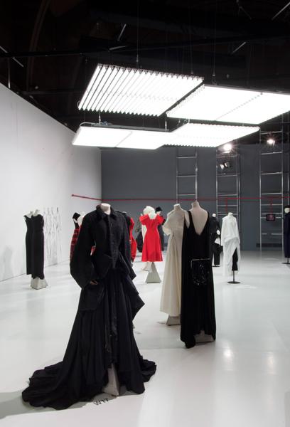 yamamoto28 Dve velike izložbe revolucionarnih modnih dizajnera