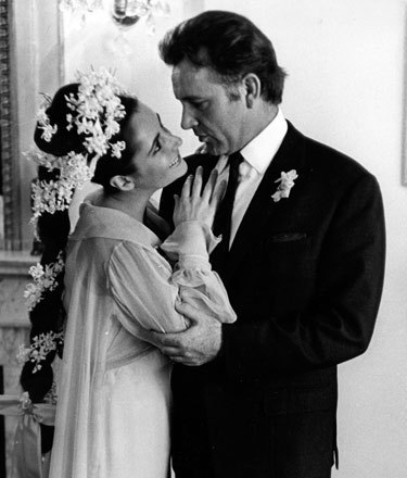 Elizabeth Taylor and Richard Burton elizabeth taylor 7511750 375 440 Javiću vam se kad sve bude gotovo. Voli vas Elizabet!