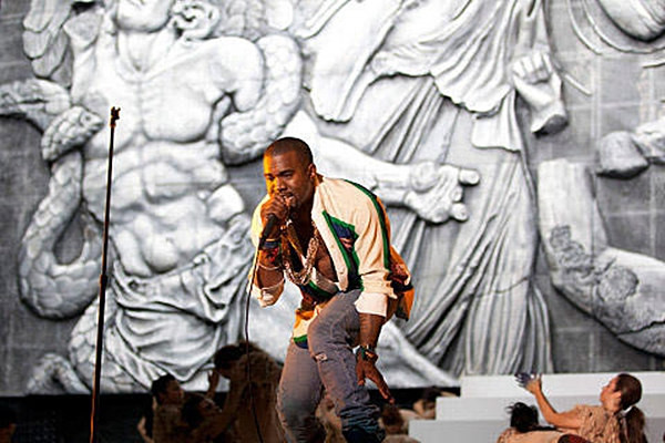KANYE10 Kanye West @ Coachella 2011.