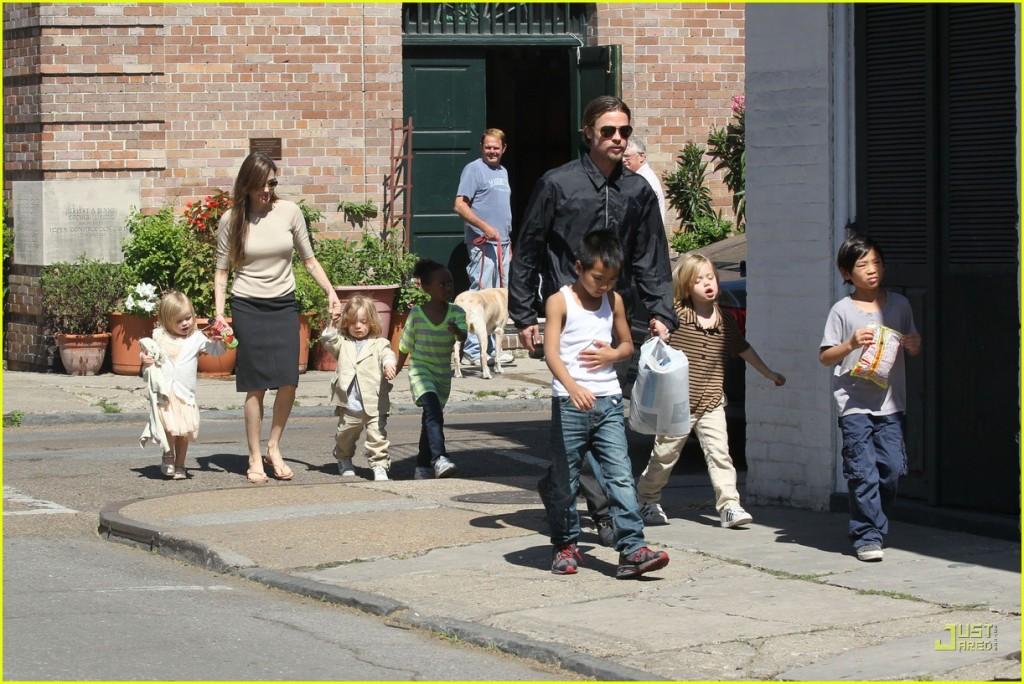 brad pitt angelina jolie kids grocery shopping 05 1024x684 Angelina i Bred roditelji po sedmi put?