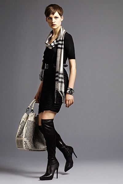 burberrylondonmenwomenswear2011springsummer1292292141 Lookbook Burberry London proleće 2011.