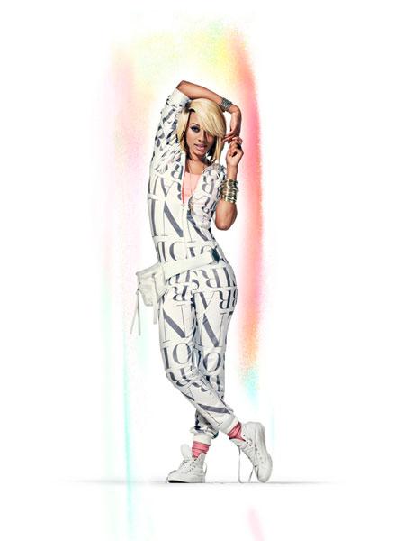 kerihilson 06 lowres H&M   Fashion against AIDS