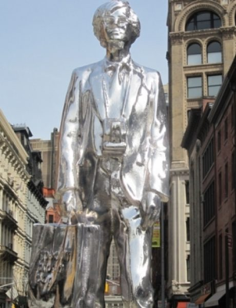 Srebrna statua Andy Warhol-a