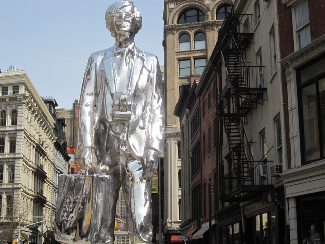 story xlimage 2011 03 R5987 Andy Warhol in Union Square Srebrna statua Andy Warhol a