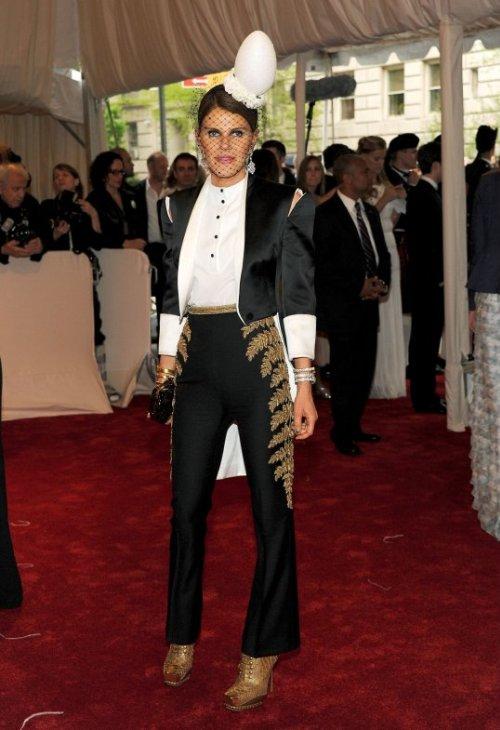 Anna Dello Russo in McQueen Crveni tepih: MET Ball 2011