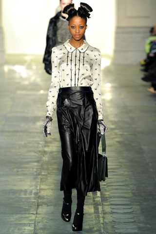 Nyasha Matonhodze Nyasha Matonhodze zaštitno lice Louis Vuitton a!