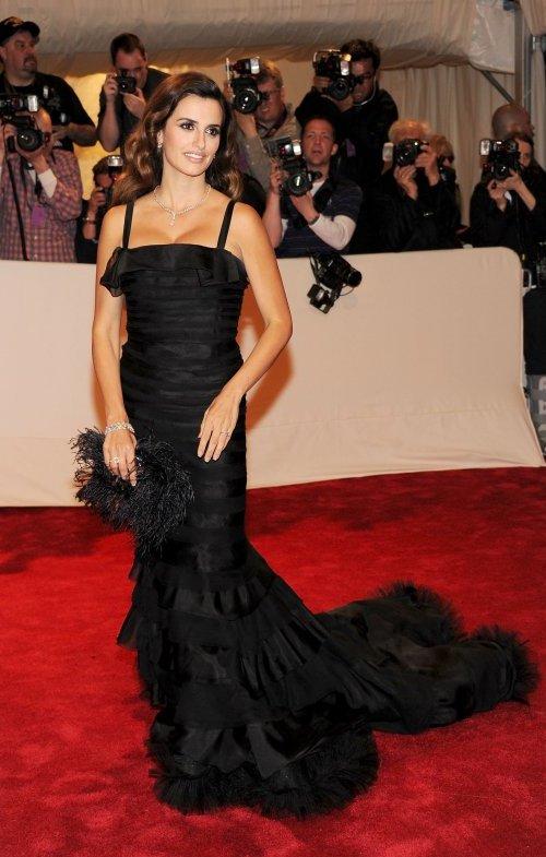 Penelope Cruz in Oscar de la Renta Crveni tepih: MET Ball 2011