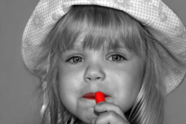 red lipstick maria dryfhout Mala istorija ruža za usne