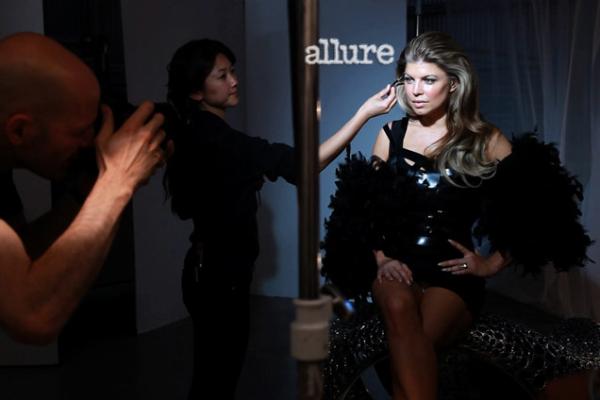 228 Fergie za Allure jul 2011.
