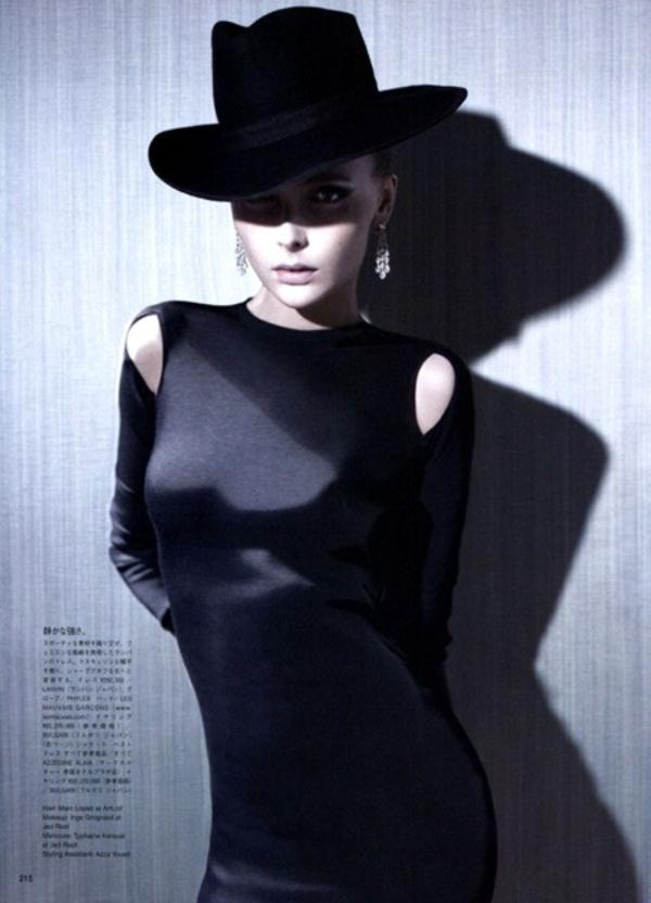 318 Snejana Onopka za Vogue Japan jul 2011.