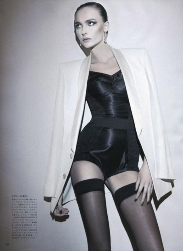 613 Snejana Onopka za Vogue Japan jul 2011.