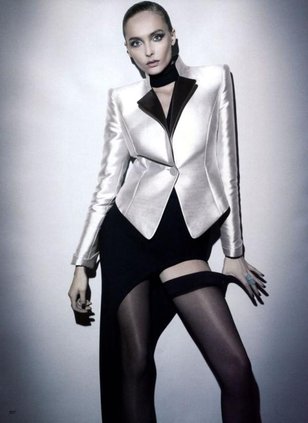 77 Snejana Onopka za Vogue Japan jul 2011.