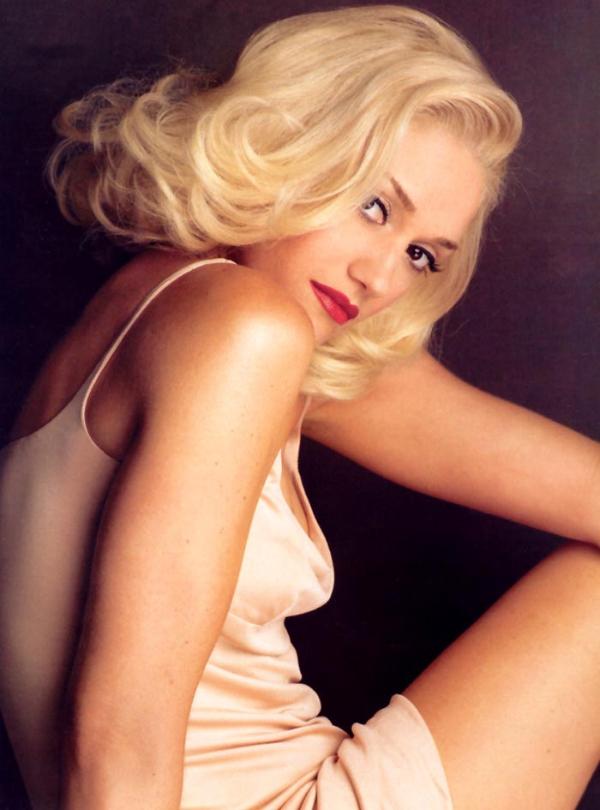 GwenStefani 25 Hollywood Red Lips: Gwen Stefani