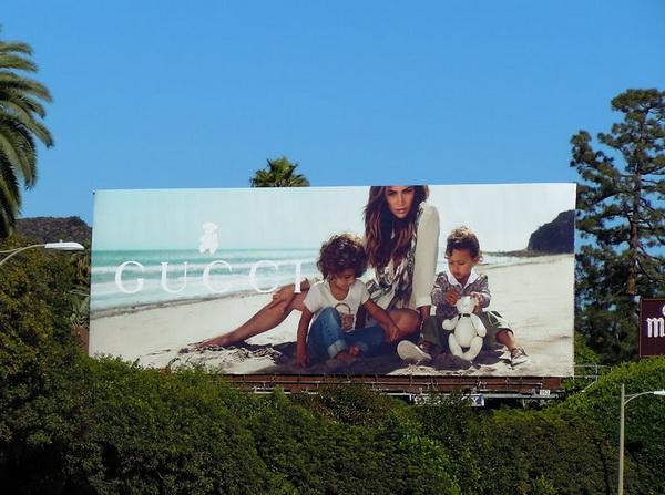 JLO kids Gucci billboard J.Lo sa blizancima za Gucci