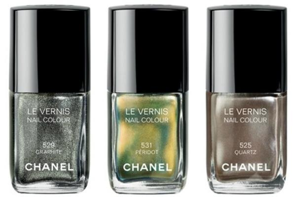chanel nails 2011 fall 2 thumb Makeup: Chanel kaže Ove jeseni tamne boje i šljokice