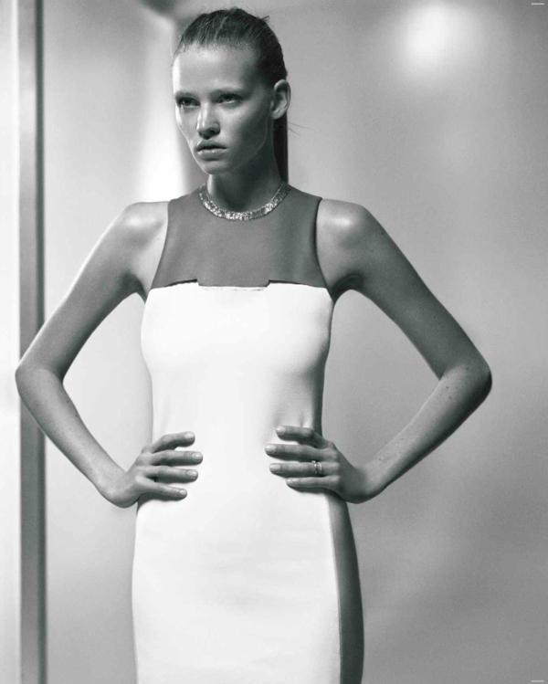 lara stone05 Lara Stone za Vogue Russia jul 2011.
