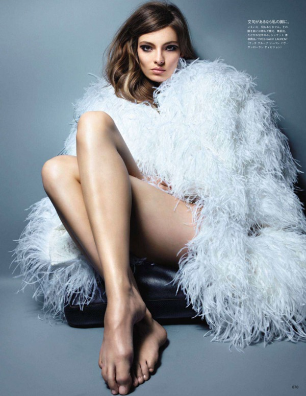 nippon01 Carola Remer za Vogue Japan jul 2011.