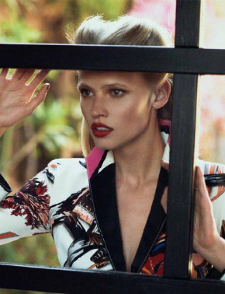 """Lara Stone i Frida Gustavsson za """"Vogue US"""" jul 2011."""