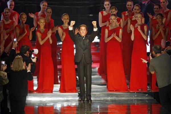 valentino garavani last fashion show02 Valentino crvena