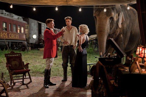 water for elephants Voda za slonove