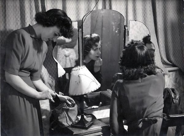 1940s style Poslovna moda za žene kroz decenije