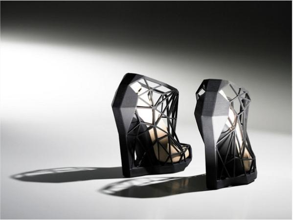 223 Nevidljive cipele