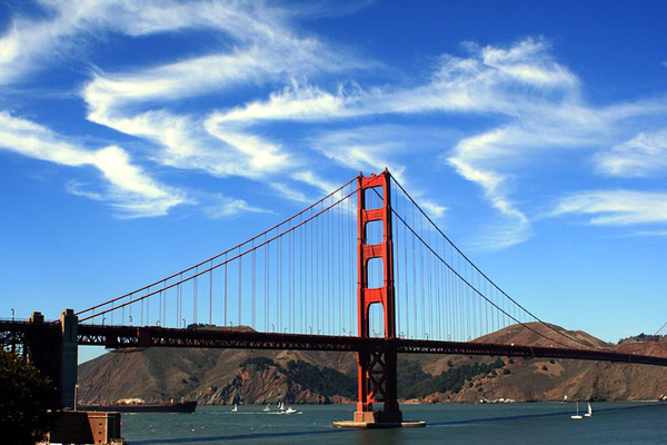 800px Cirrus Clouds over Golden Gate Bridge Najlepši mostovi sveta: The Golden Gate Bridge
