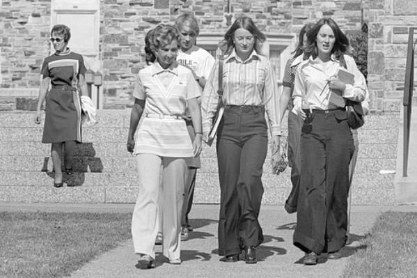 AAAADLD7UeEAAAAAAGrkTw Poslovna moda za žene kroz decenije