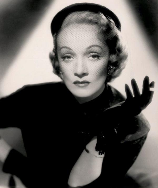 Annex Dietrich Marlene No Highway in the Sky 02 Dive XX veka: Poročni plavi anđeo