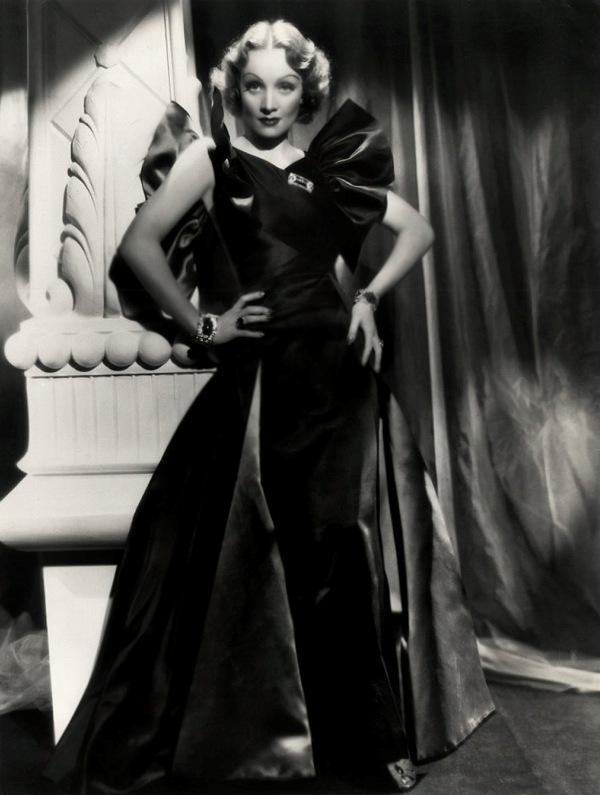 Annex Dietrich Marlene 15 Dive XX veka: Poročni plavi anđeo