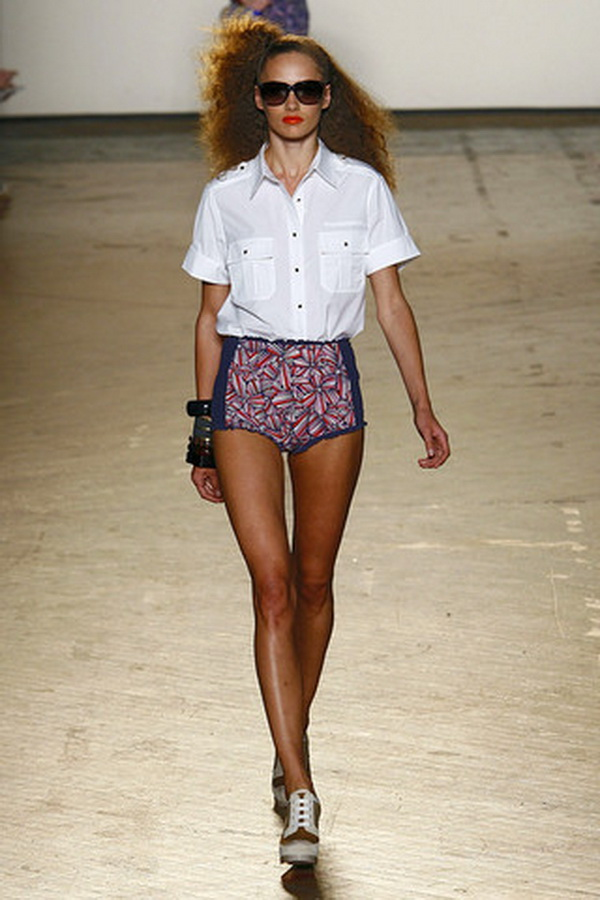 MARC BY MARC JACOBS SPRING RTW 2011 PODIUM 031 runway Hot pants