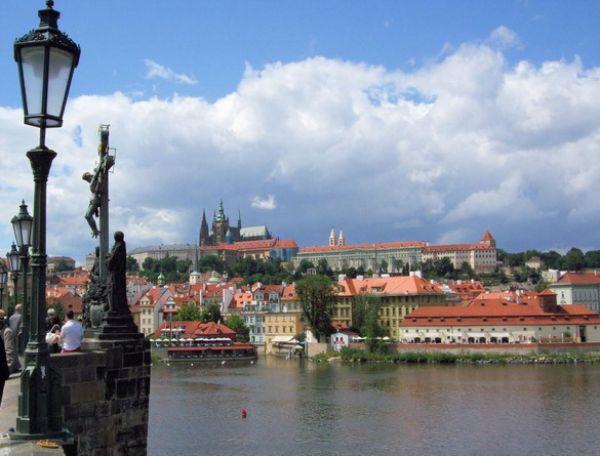 Pragues Charles Bridge Prague 4 Romantične destinacije za medeni mesec