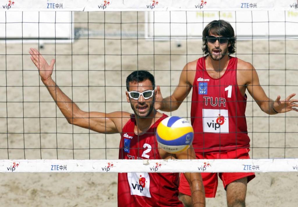 Sekerci Gogtepe TUR Romashkin Hudyakov RUS 524 1024x712 Vip Beach Masters 2011 – Evropsko prvenstvo u odbojci na pesku