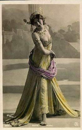 Slika 14 Dive XX veka: Pozdrav dželatima golim grudima