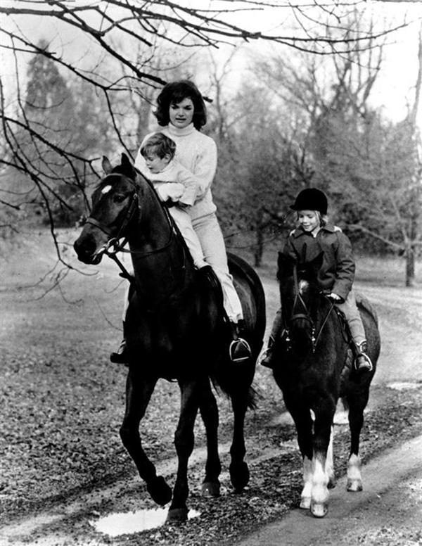 Slika 5.11 Dive XX veka: Prva dama