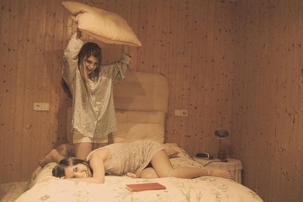 beautiful bed bedroom blonde brunette child Favim.com 43198 large 16 loših navika kada se radi o vašoj koži