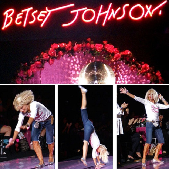 betseyss2008 Betsi Džonson – otkačena matora plavuša