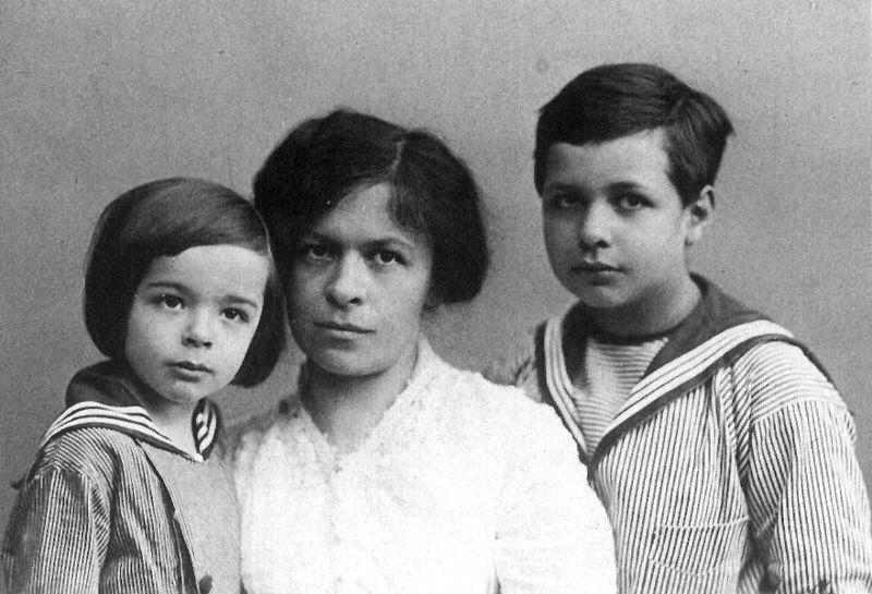 mileva6sa sinovima Ljudi koji su pomerali granice: Mileva Marić