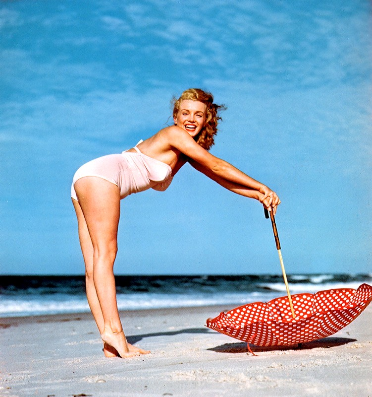 on the beach Marilyn Monroe – seks simbol 20. veka