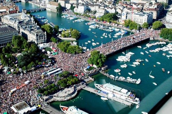 172436 the zurich street parade switzerland Zurich Street Parade: 20. godina