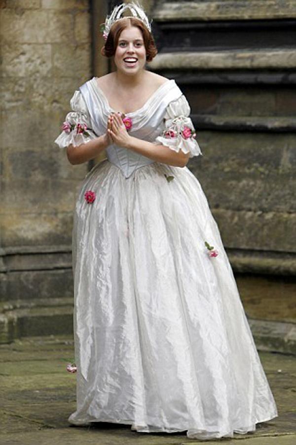 Beatris u filmu Mlada Viktorija slika ide posle sestog pasusa Royal Style: Princeza Beatrice Elizabeth Mary od Jorka