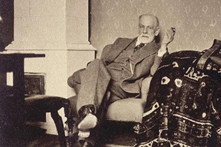 Frojd u svojoj stolici pored sofe za ispitivanje Ljudi koji su pomerali granice: Sigmund Frojd
