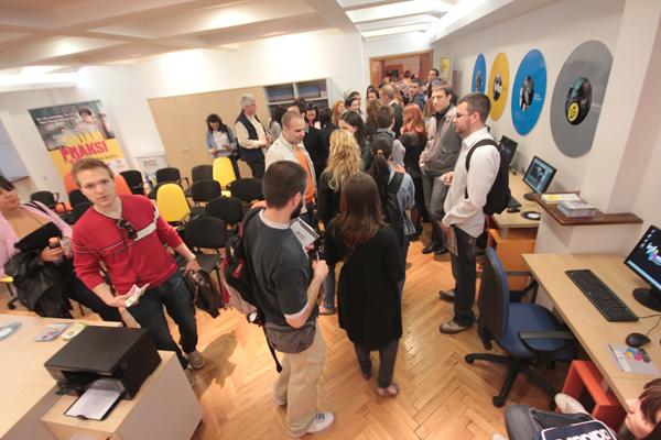"""IMG 2302 """"Info room""""   prvi centar za informisanje, edukaciju i savetovanje mladih"""