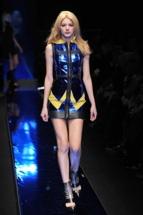Milan+Fashion+Week+Versace+Fashion+Show+ljvdgMHLXCXl Versace   jesen/zima 2011/12. za jake i smele