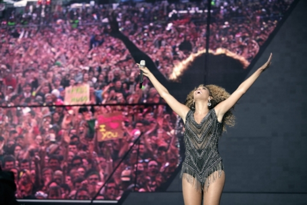 SLIKA6Bee Who Run the World: Beyoncé