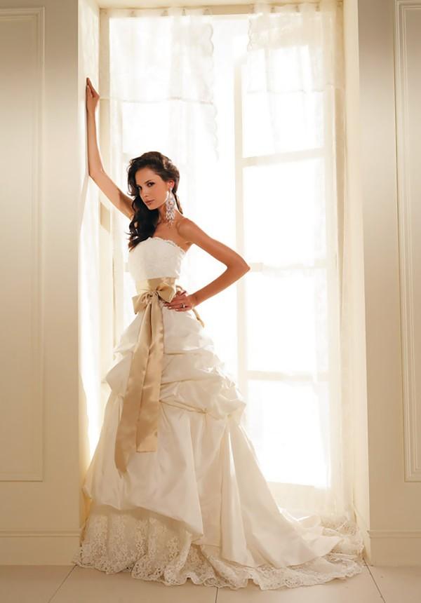 elegant 17f883ec8fa3263c whiteweddingdresses.onsugar.com ivory wedding dresses e Istorija venčanice